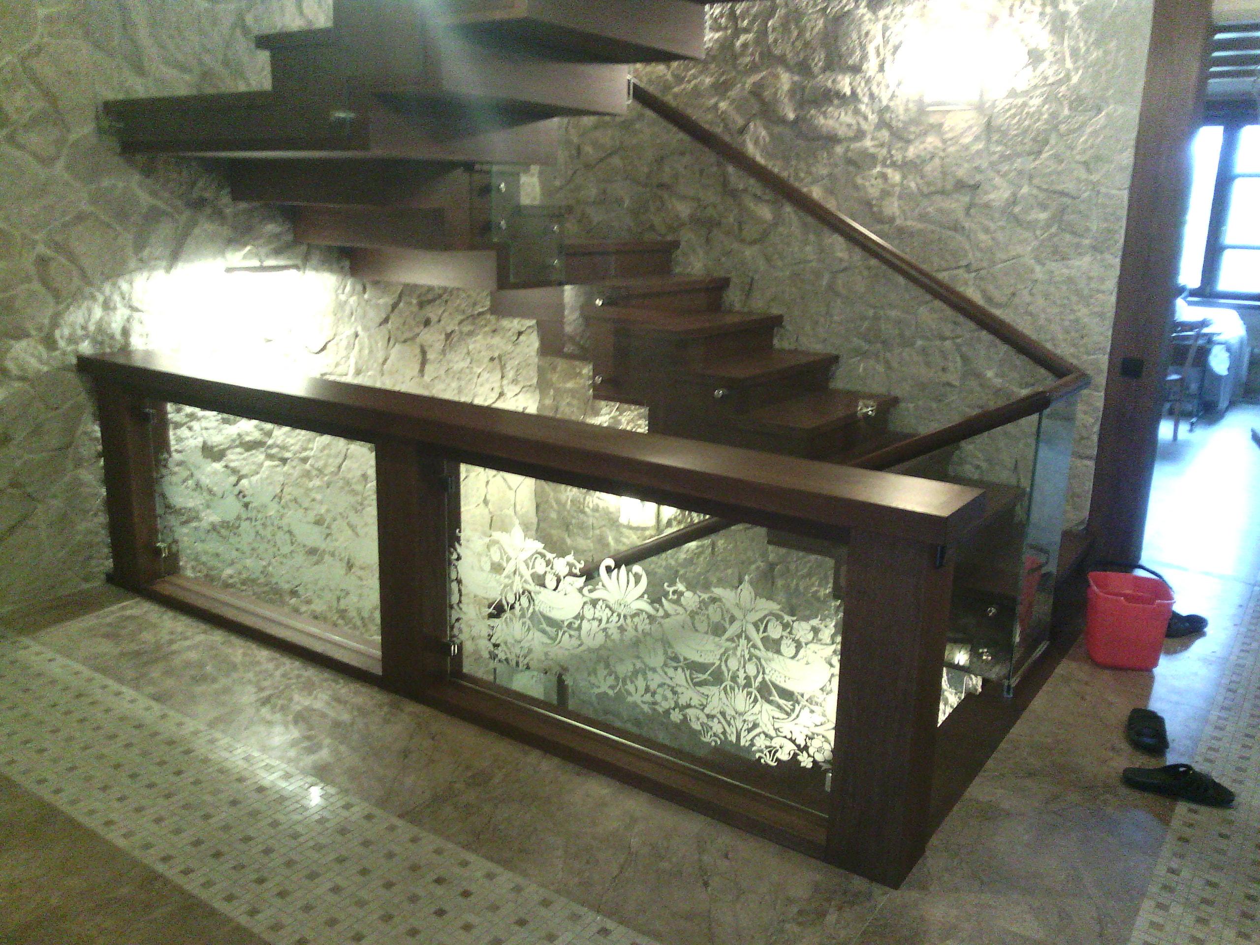 Изготовление стеклянных ограждений в СПб для лестниц и балконов