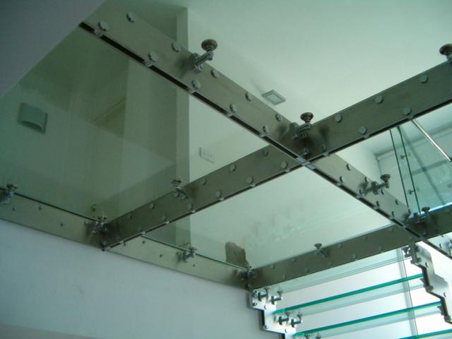 Стеклянные перекрытия под ключ - изготовление и установка в СПб