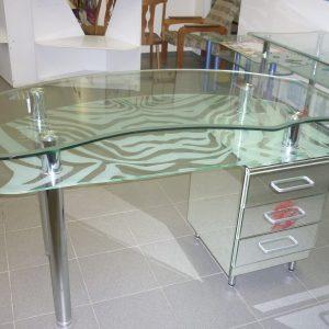 Фото двухуровневого стеклянного стола