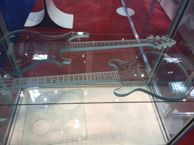 Сверление отверстий в стекле в Санкт-Петербурге