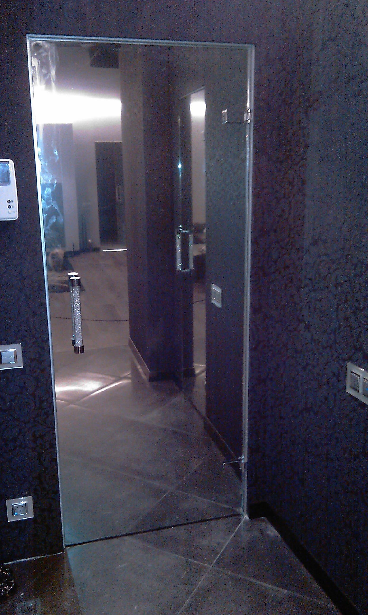 Стеклянная дверь 18