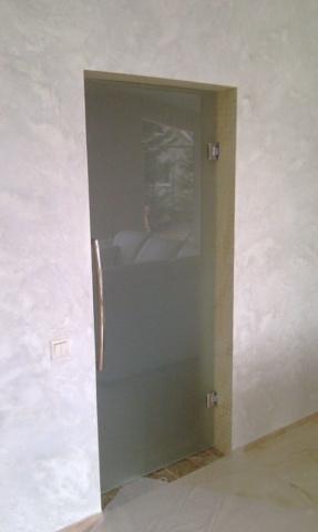 Стеклянная дверь 24