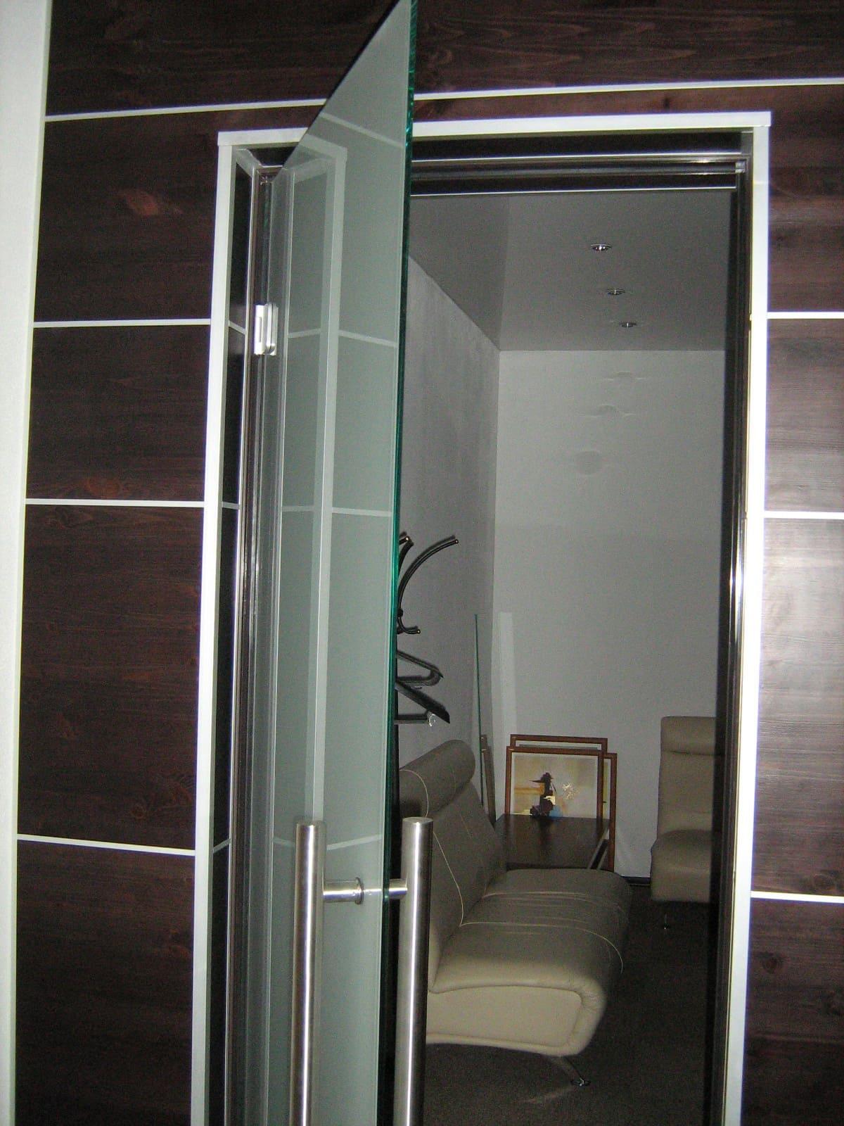 Стеклянная дверь 7