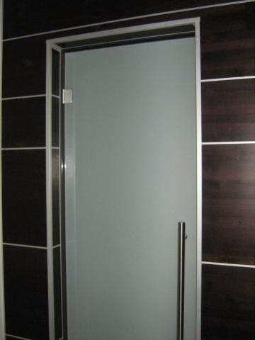 Стеклянная дверь 9