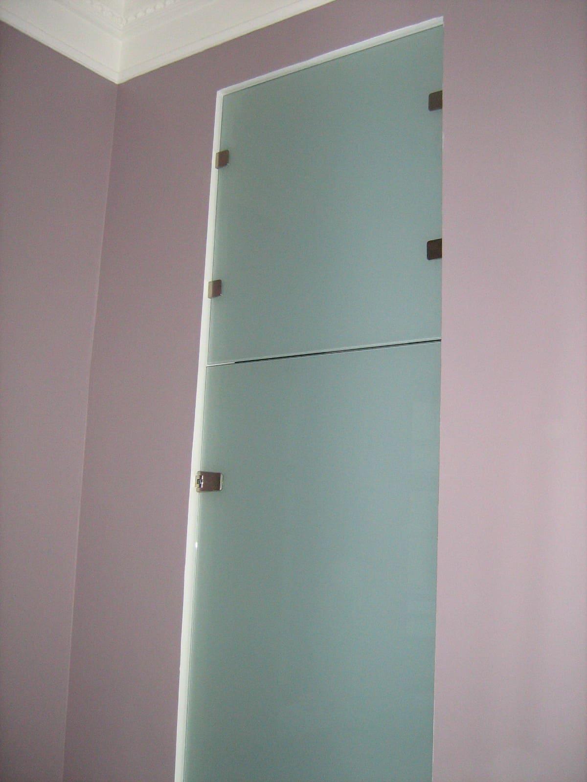 Стеклянная дверь 11