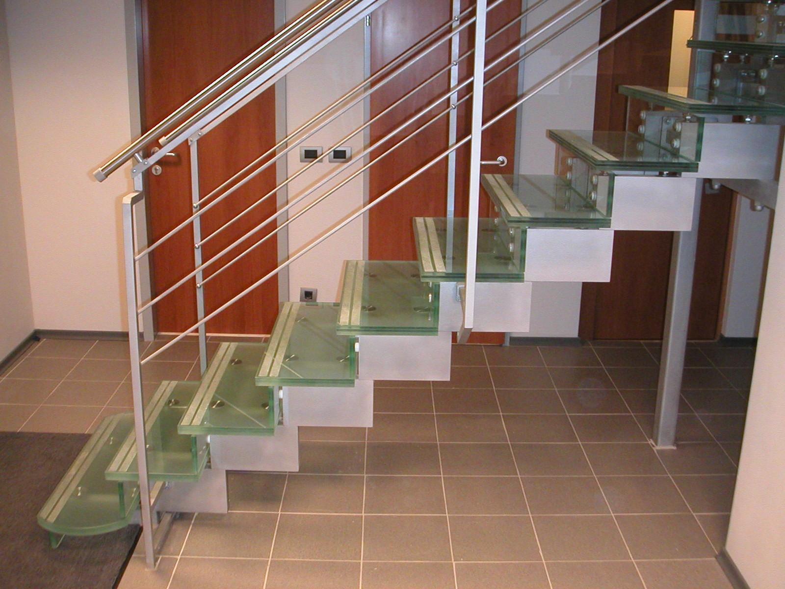 Лестница из стекла 1