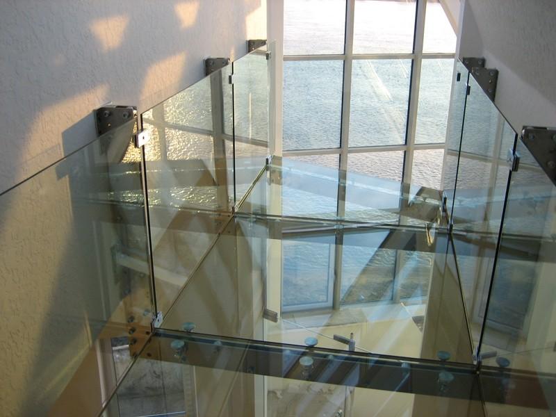 Перекрытие из стекла 1