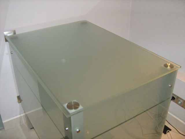 Стеклянный стол 12