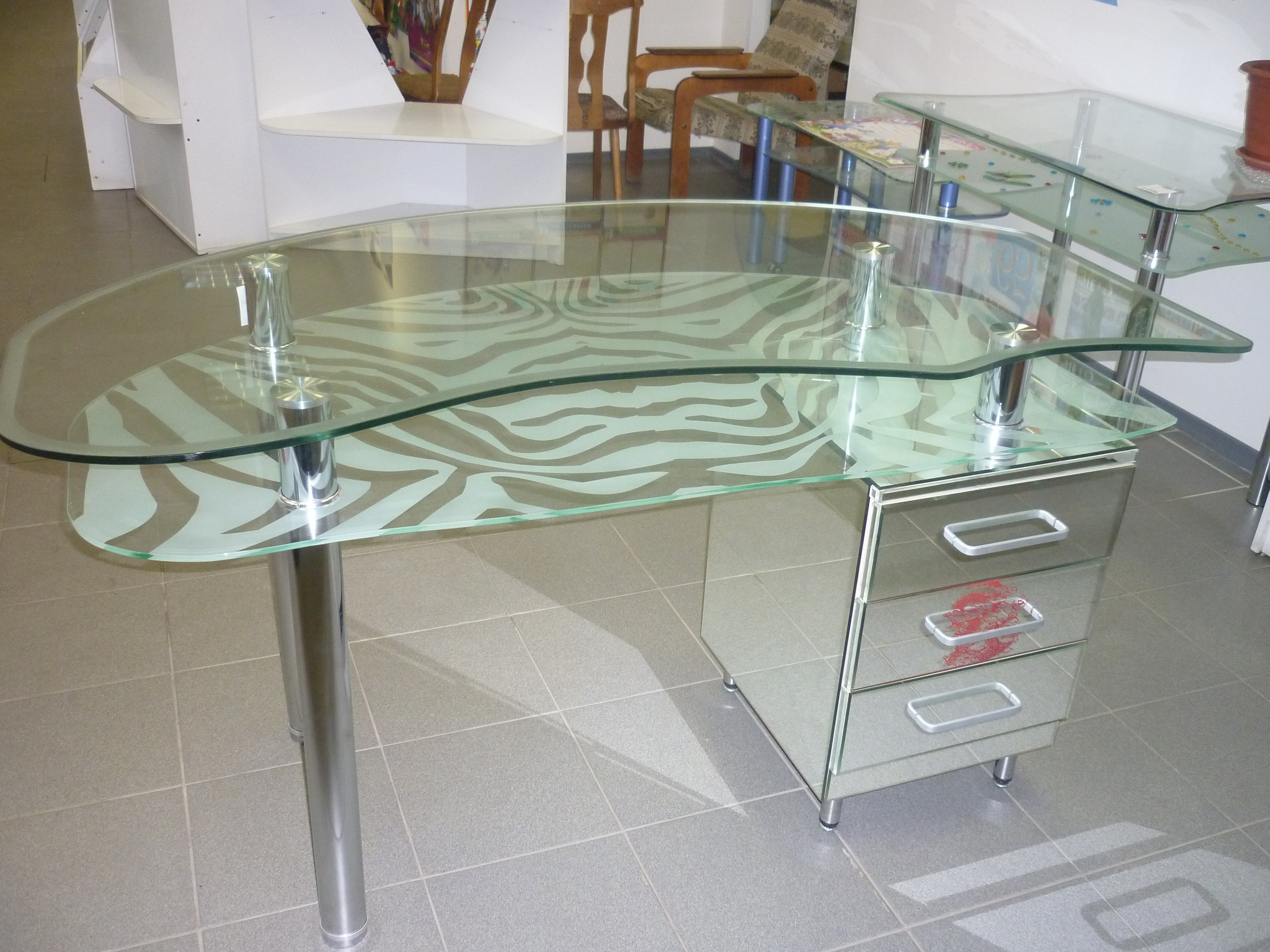 Стол из стекла 1