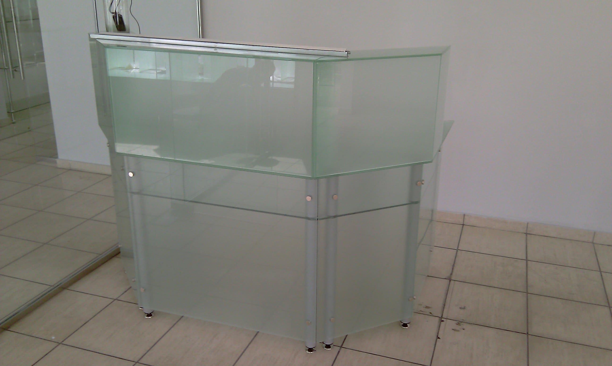 Стеклянный стол 14