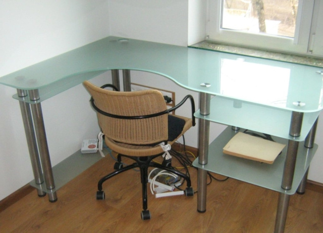 Стеклянный стол 4