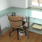 Стол из стекла 2