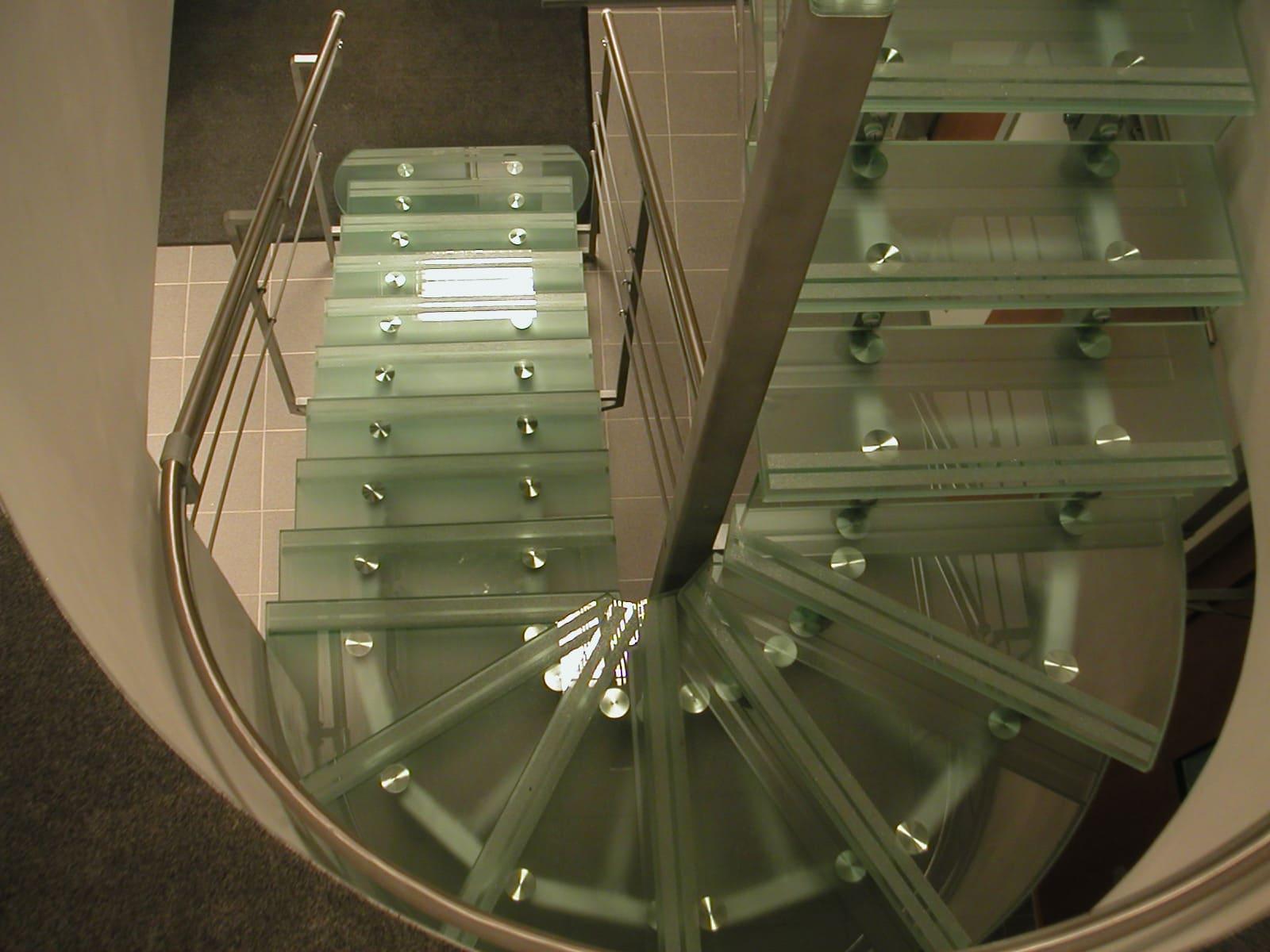 Лестница из стекла 17