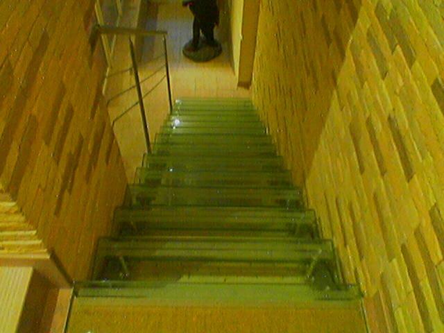 Лестница из стекла 4