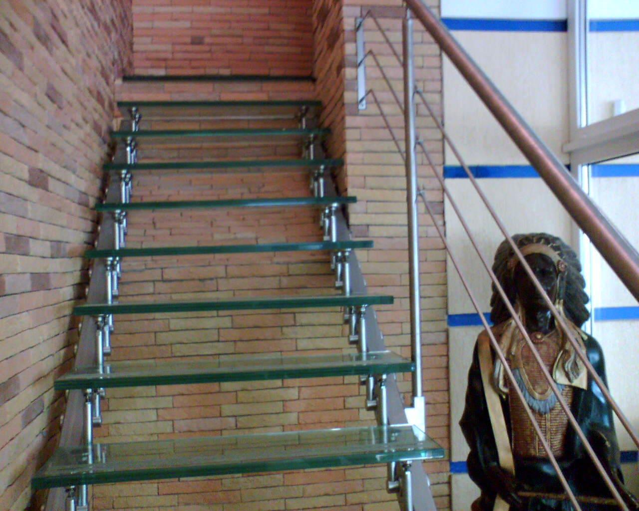Лестница из стекла 5