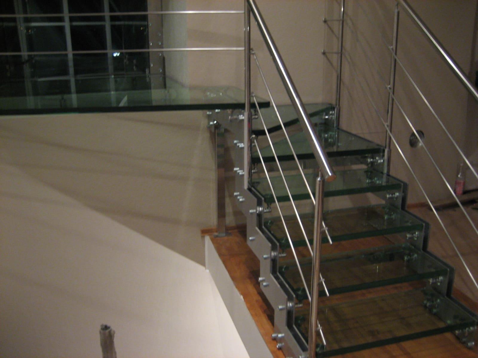 Лестница из стекла 6