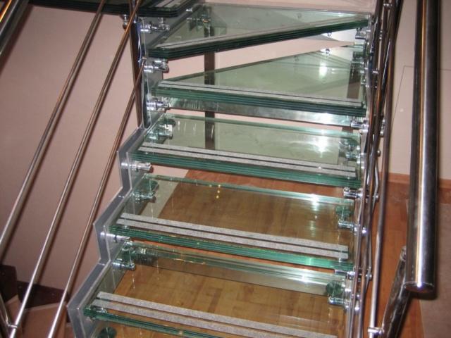 Лестница из стекла 9